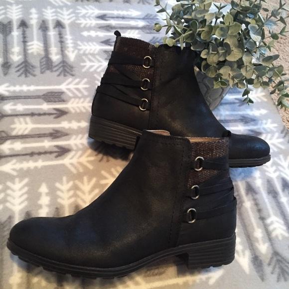 White Mountain Shoes   Ramone Boots